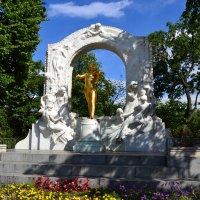 Памятник Штраусу :: Ольга