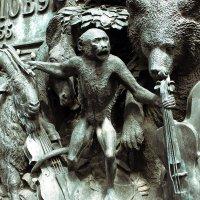На памятнике Крылову :: Игорь Вишняков