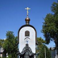 Памятник Макарию Калязинскому :: Галина Galyazlatotsvet