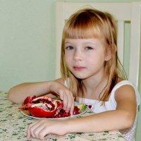 Девочка с гранатом :: Геннадий Храмцов