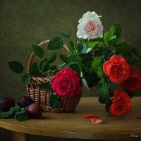Корзина с розами и сливы :: Ирина Приходько