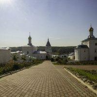Монастырский дворик :: Бронислав Богачевский