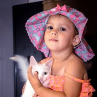девочка с котёнком :: EMIL BIZYAEV