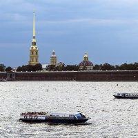 Экскурсии вдоль Петропавловки :: Valerii Ivanov
