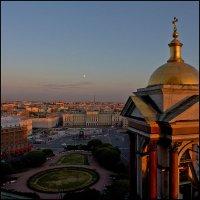 Луна над городом :: Татьяна Петрова
