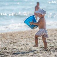 Прогулка по пляжу :: Денис Красненко