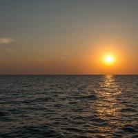 Закат на море :: Денис Красненко
