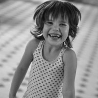...незнакомая девочка......очень жизнерадостная...город Россошь... :: Ольга Нарышкова