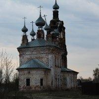 разрушенная церковь :: Валентина Кузнецова