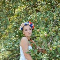 Девица в саду :: Римма Федорова