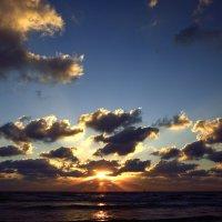 Закат на Средиземноморье :: Леонид Спектор