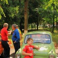 Машинки....кто-то позирует... кто-то обмывает) :: Екатерина Василькова