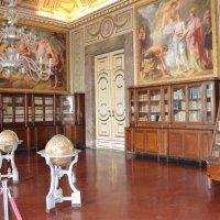 Один из залов дворцовой библиотеки :: Ольга