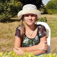 Девочка с виноградом :: Владимир Болдырев