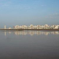 Отражение города в отливе :: Марина Бушуева