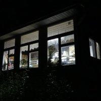 Ночь, три окна и свет :: Владимир Гилясев