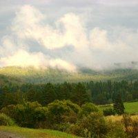 Облака в горах в паужин :: Наталья Золотых-Сибирская