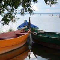 Лодки на озере. :: Александр Степовой