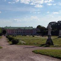вид дворца со стороны французского парка :: Галина R...