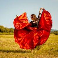 Танцы на траве :: Владимир Белов