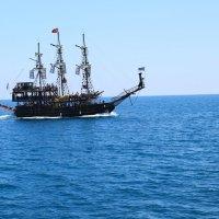 Яхта в средиземном море :: Slava