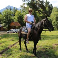 Непросто пересесть с железного коня на жеребца карачаевской породы. :: Vladimir 070549