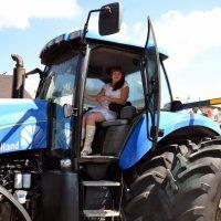 Прокати нас, Маруся, на тракторе.... :: Владимир Болдырев