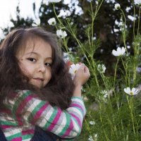 девочка и цветок :: Сергей Липягов