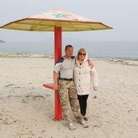 На весеннем пляже. :: Павел Бескороваев