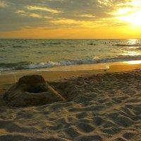 летний пляж близ Евпатории :: Андрей Козлов