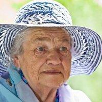 Пожилая дама в шляпе :: Валерий Бочкарев