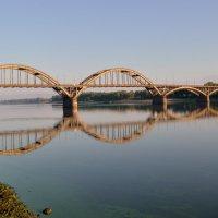 Мост и его отражение :: Галина Galyazlatotsvet
