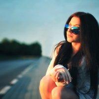 Девушка на шоссе :: Serg Y
