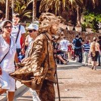 Живая статуя в парке Гуэля. Барселона :: Ксения Базарова