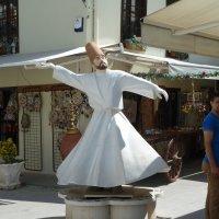 Скульптура танцующего дервиша :: Галина