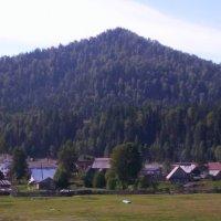 Селение у подножия гор :: Наталья Золотых-Сибирская