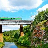 А мимо пролетают поезда... :: Федор Чернышев