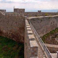 Крепость смотрит в озеро :: Юрий Муханов