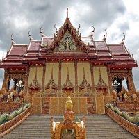 Таиланд. Корат. Храм в верхнем контровом свете :: Владимир Шибинский