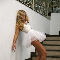 балерина на ступеньках :: Alexander Varykhanov