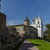 У стен древнего города. :: Виктор Грузнов