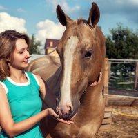 Девушка и конь. :: Сергей Лиховицкий