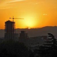 Солнце по небу гуляло и за гору забежало :: Наталья Джикидзе (Берёзина)