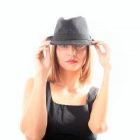 Взгляд из под шляпы. :: Юлия Астратенко