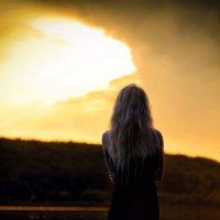 Девушка  вода закат :: Serg Y