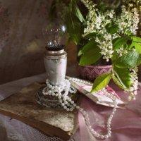 Натюрморт со старой лампой. :: Елена Прихожай