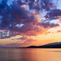 Закат над озером Иссык-Куль :: Алёна Вихарева