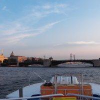 На подходе к Дворцовому мосту. :: Жанна Викторовна