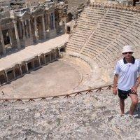 Амфитеатр в Памуккале является одним из крупнейших античных театров на территории современной Турции :: Игорь Бойко