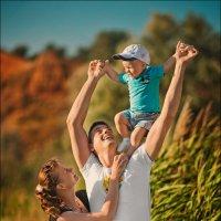 Женщина сильнее всех на свете любит своего ребёнка и предана одному…,который любит их обоих :) :: Алексей Латыш